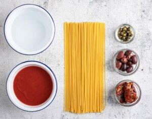 Ingredience na rajčatovou omáčku